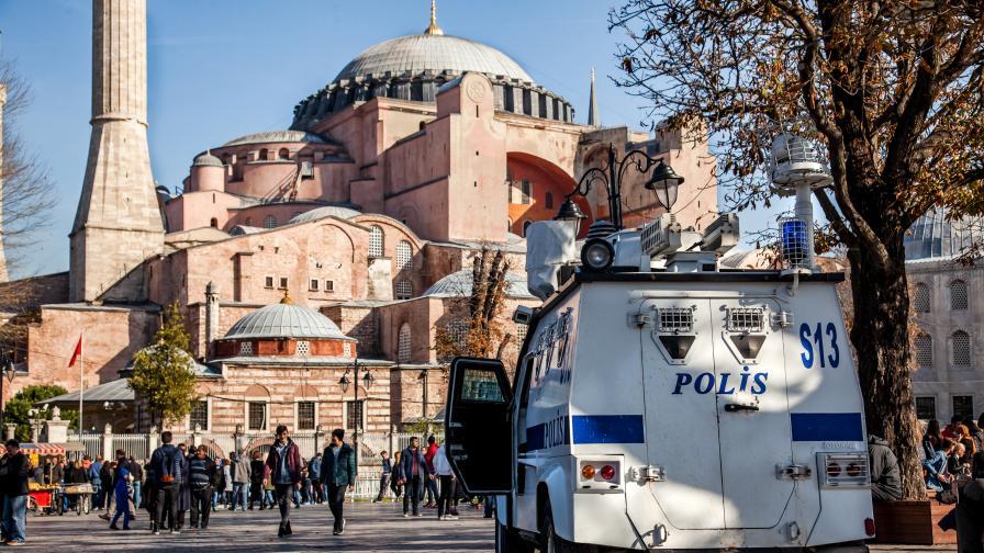 Автобус се вряза в пешеходци в Истанбул