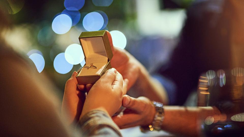 5 доказателства, че се кани да ти предложи брак