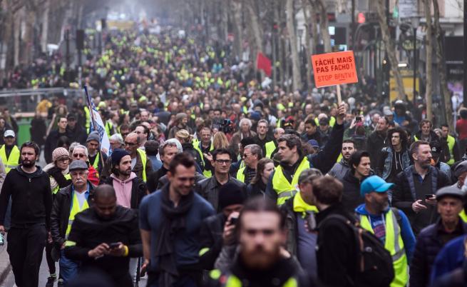 Пореден протест на жълтите жилетки, актьори ги подкрепиха