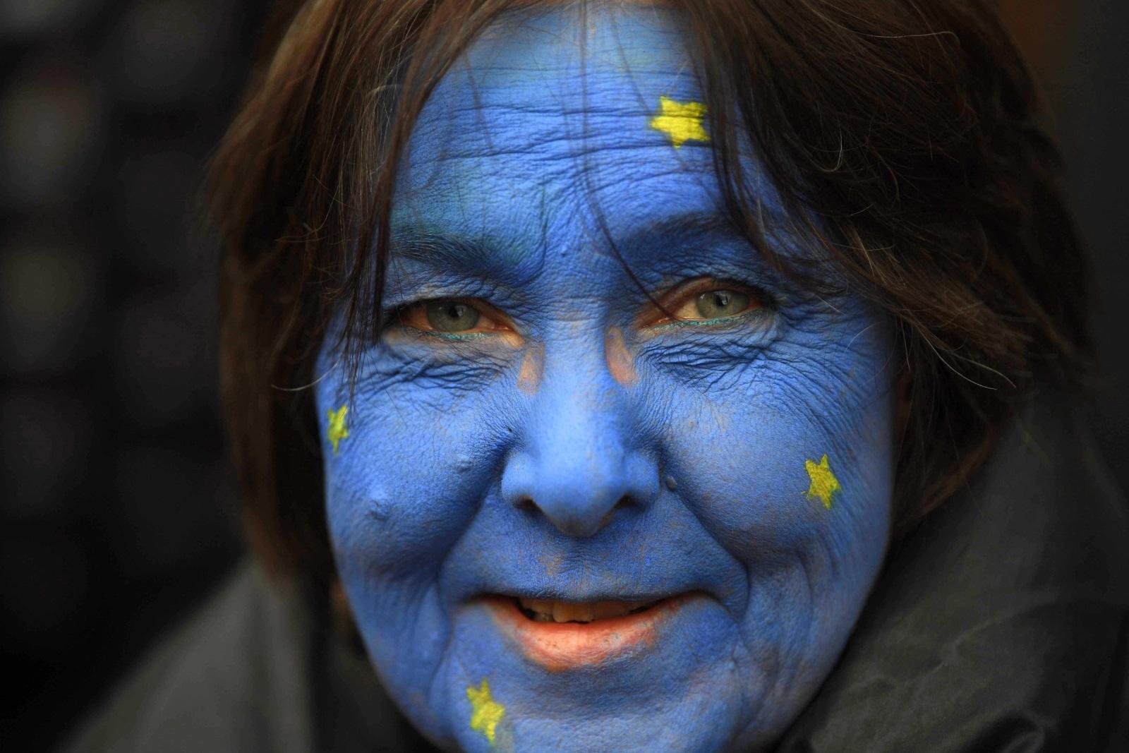 Стотици хиляди проевропейски настроени британци от всички краища на Обединеното кралство се събраха на протест в Лондон.