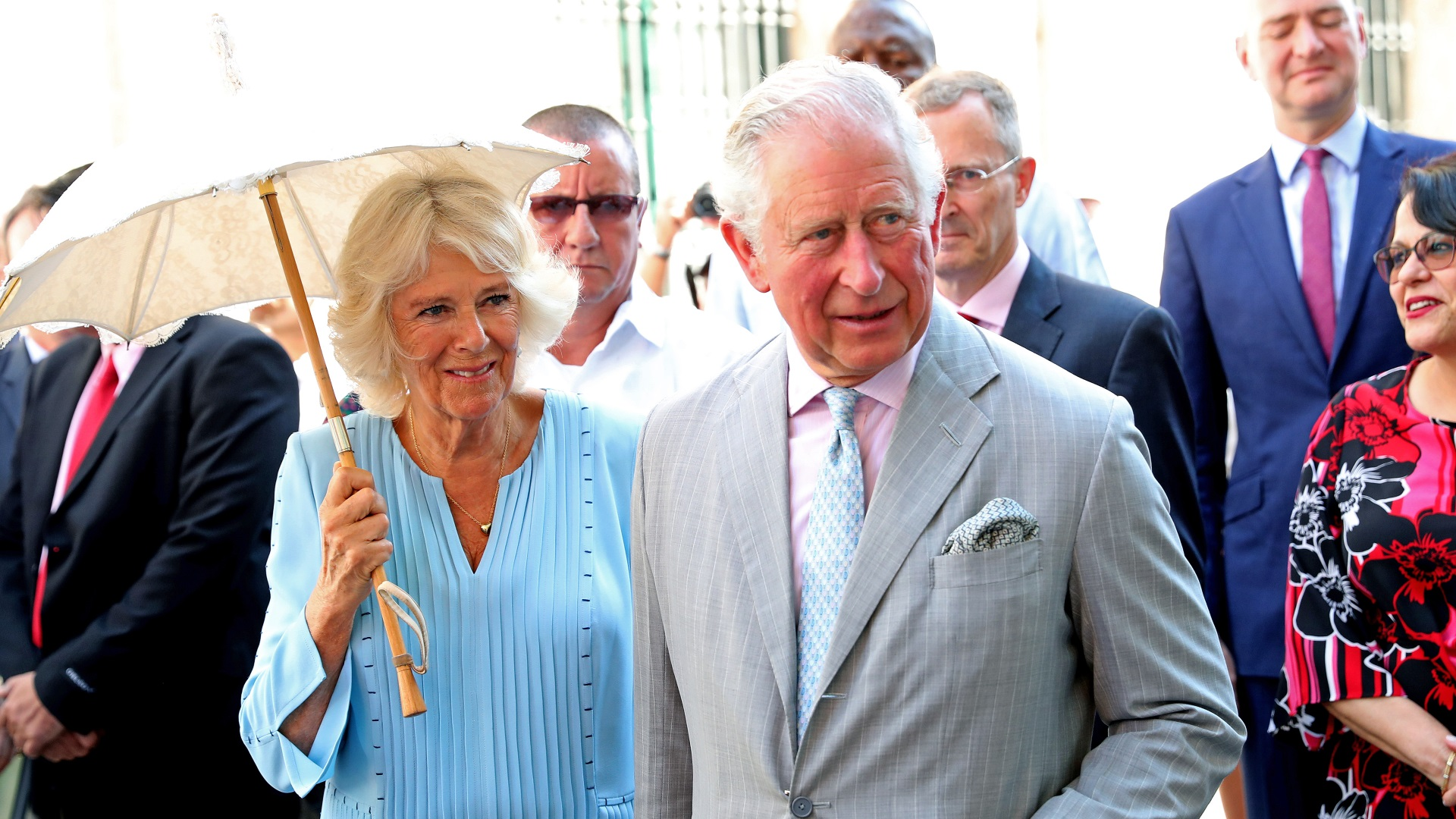 По време на разходката кралската двойка поспря на няколко места, за да послуша традиционна кубинска музика.