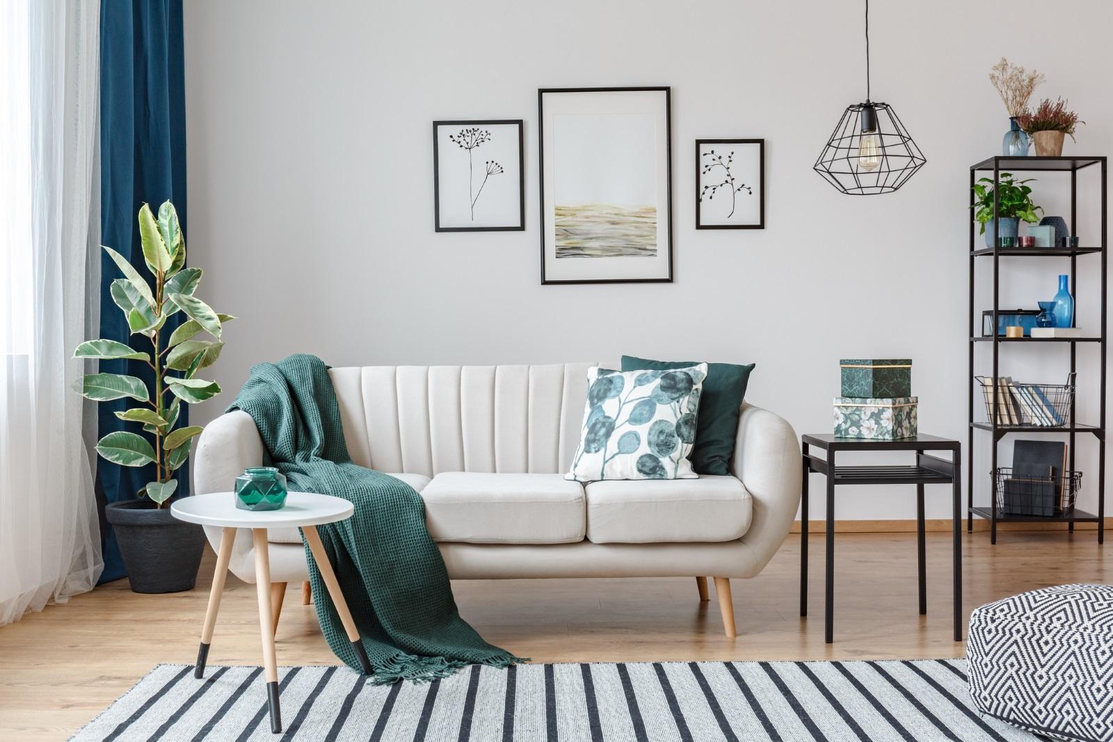 """""""Винаги е добре да отделите бюджет за картини и аксесоари. Те са почти толкова важни, колкото и големите мебели – дивани, маси, столове"""", казват експертите."""