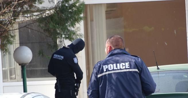 България Спипаха полицай, разпространявал цигари без бандерол Заедно с униформения,
