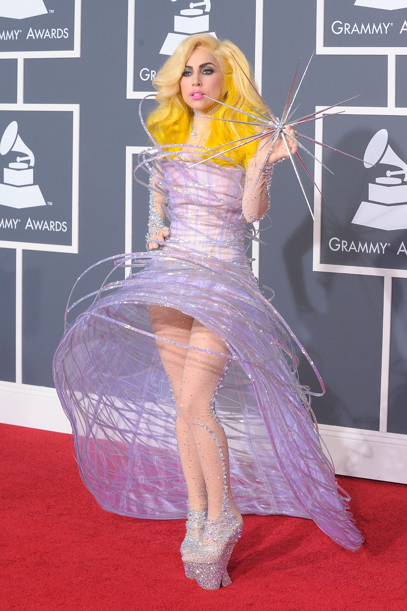 Гага страда от фибромиалгията. Това есиндромхарактеризиращ се с хронична болка, напрежение и умора в мускулите,сухожилиятаиставите, без да имаме наличие на възпаление.