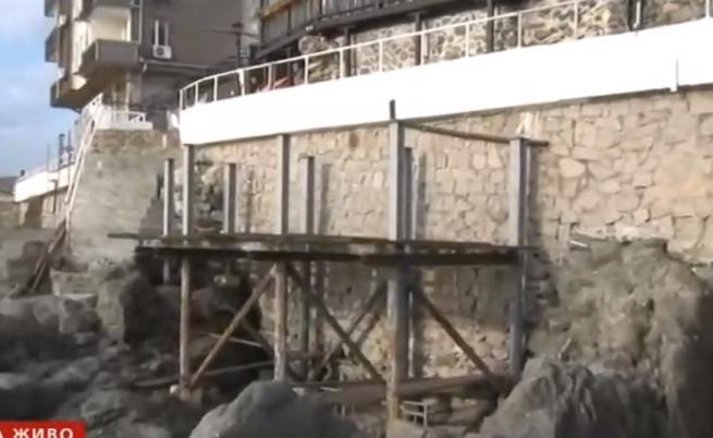 Строи се на скали в Созопол, хората недоволни