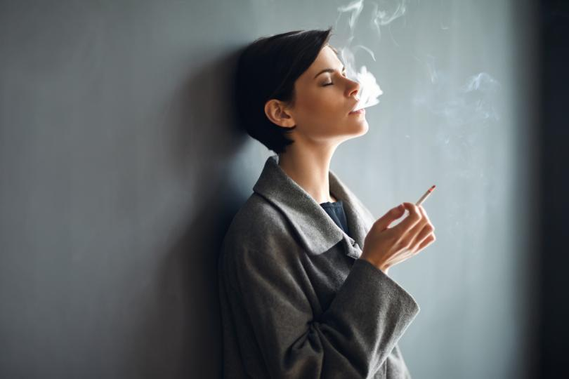 <p><b>Не пушете цигари</b></p>  <p>Сред любимите навици на пушачите е да запалят цигара след хранене. Според специалистите тютюнопушенето по това време&nbsp;влошава синдрома на раздразненото черво и също така причинява язвен колит.</p>