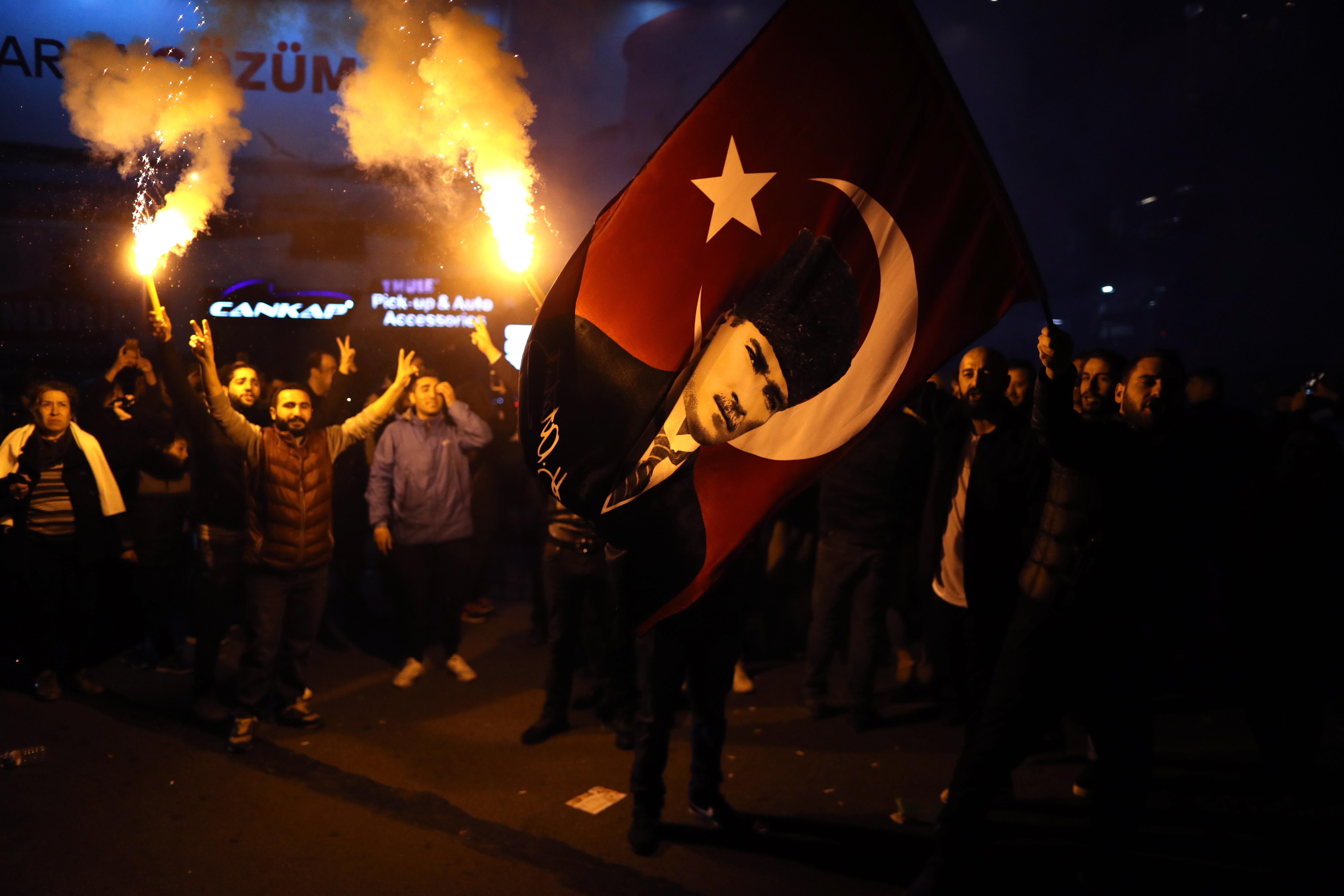 Реджеп Тайип Ердоган претърпя тежък неуспех, след като за първи път насам партията му загуби контрол над столицата Анкара