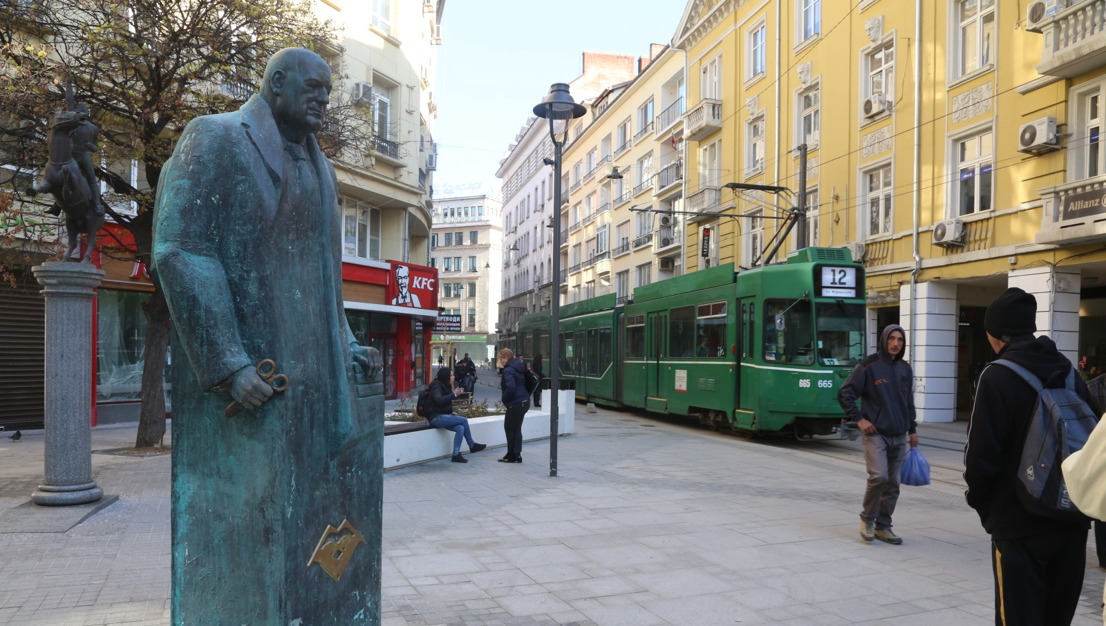 На 1 април София осъмна с паметника, изработен от пластмаса