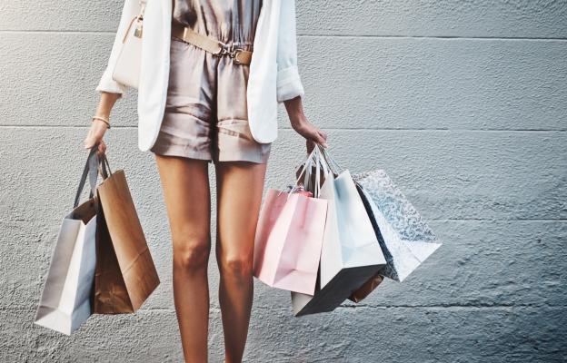 Обиколка по магазините, последвана от почивка с книга в ръка