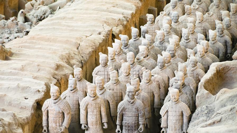 <p>Разкриха тайна на огромни древни пирамиди в Китай</p>