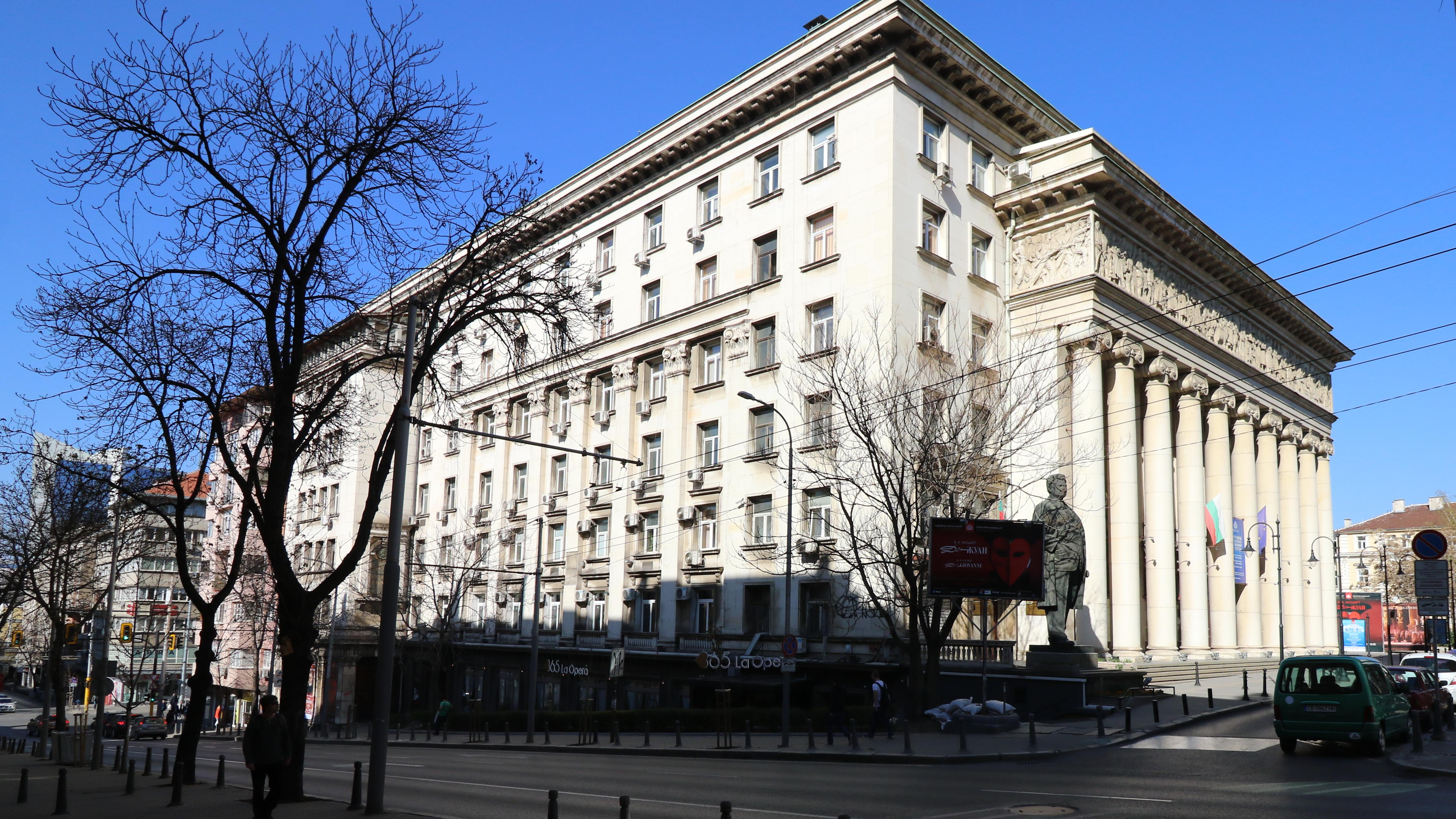 Сградата, в която се намира Софийската опера и балет е проектирана от инж. арх.Лазар Парашкеванов, избран от Александър Стамболийски, тогавашният министър-председател на България.