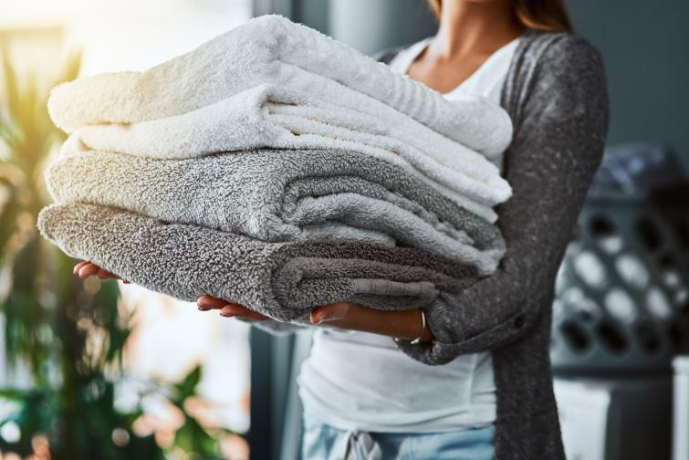 Кърпи. Създадени, за да поддържаме хигиена, кърпите също могат да събират бактерии и да ни разболеят. Те в повечето случаи са мокри и затова е лесно в тях бързо да започнат да растат различни бактерии. Препоръчва се да се сменят на 3 години.
