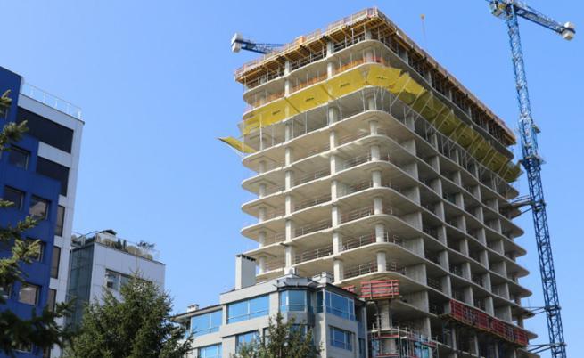 """Строителството на сградата """"Златен век"""" спира"""