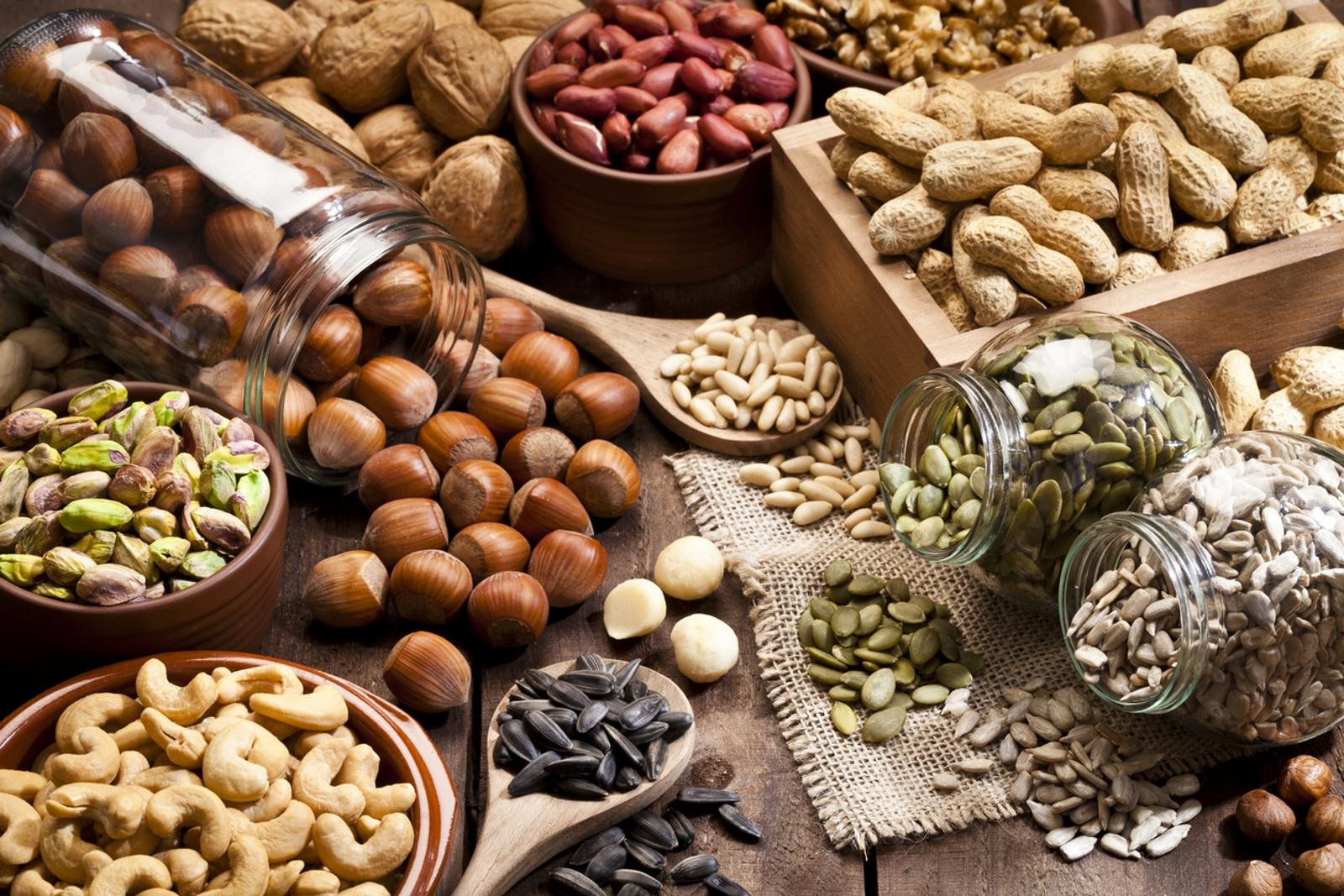 Ядки. Само 20 грама от тях могат да набавят количеството от полезни мазнини, които са ви необоходими за деня. Това е и една от идеалните храни, ако ви се налага да качите килограми.