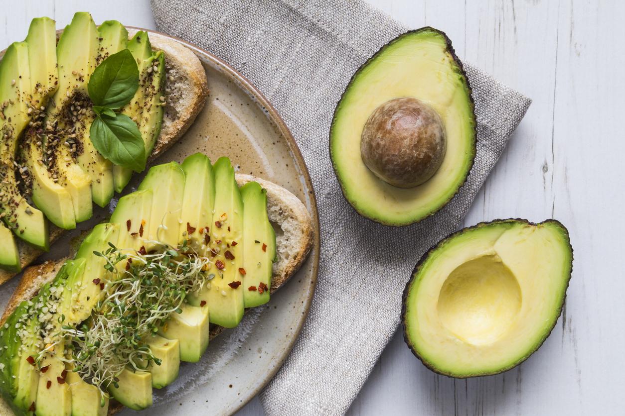 Авокадо. Едно авокадо дневно осигурява: 322 калории, 29 грама полезни мазинини и 17 грама фибри. Диетите за отслабване също включват авокадо, за да може организмът да получи достатъчно хранителни вещества, докато примеът на храна е ограничен.