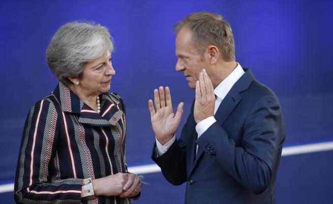 Тереза Мей и председателят на Съвета на ЕС Доналд Туск