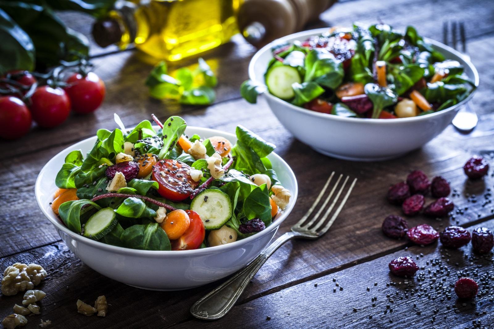 Свежа, питателна, зареждаща ни с енергия храна! Богата на витамини, което моментално включва плодове и зеленчуци в големи количества и ограничавайки до колкото можем простите захари и мазнините.