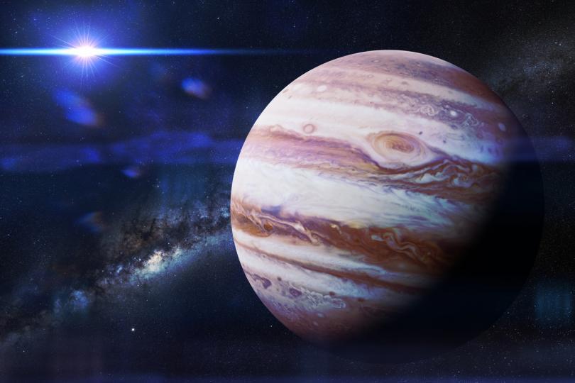 <p><strong>20 юни &ndash; Юпитер става ретрограден</strong></p>  <p>На 20-ти най-голямата планета ще се обърне и ще започне да се движи в обратна посока. Ретроградното движение на Юпитер ще приключи едва на 18 октомври. През това дълго време планетата ще има време да ни дразни доста, но на 20-ти трябва да бъдете особено внимателни. Заразни мисли могат да се появят в съзнанието на хората, които с течение на времето ще се превърнат в мощни страхове и несигурност. Изгонете всякакви подобни мисли и разчитайте на факти, когато е възможно.</p>