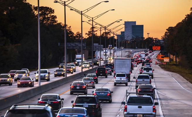 В празничните дни: Спират камионите над 12 т по магистралите