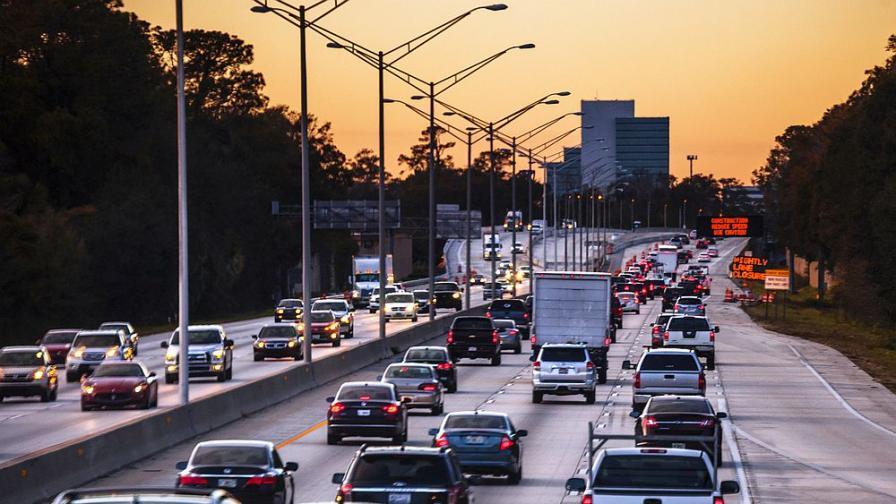 <p>Спират камионите над 12 т по магистралите&nbsp;</p>