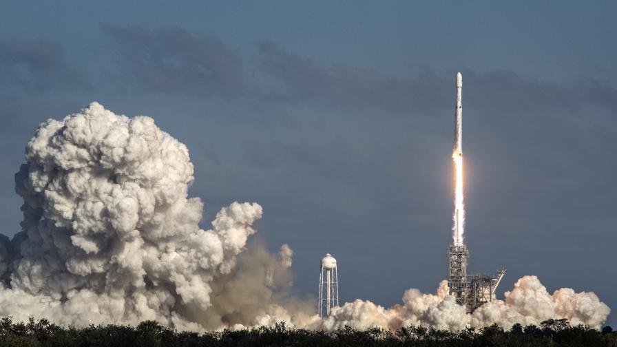 <p>Най-мощната ракета в света с първи търговски полет</p>