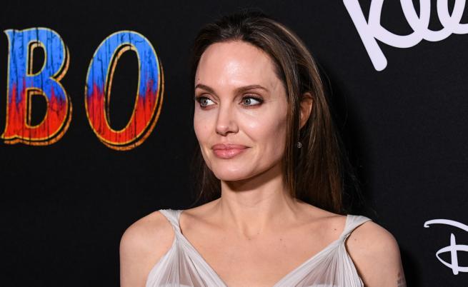 The Sun: Анджелина Джоли иска да си върне Брад Пит