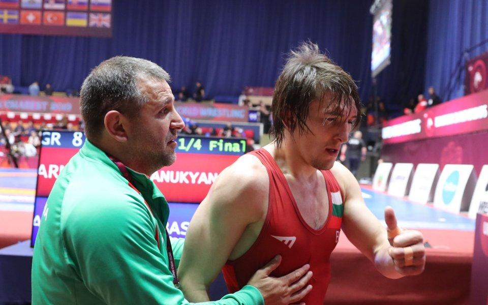 Даниел Александров ще спори за бронз при класиците до 77 кг