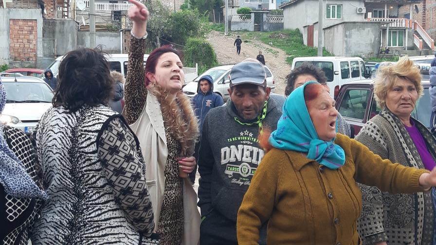 Багери събарят незаконни постройки в Стара Загора