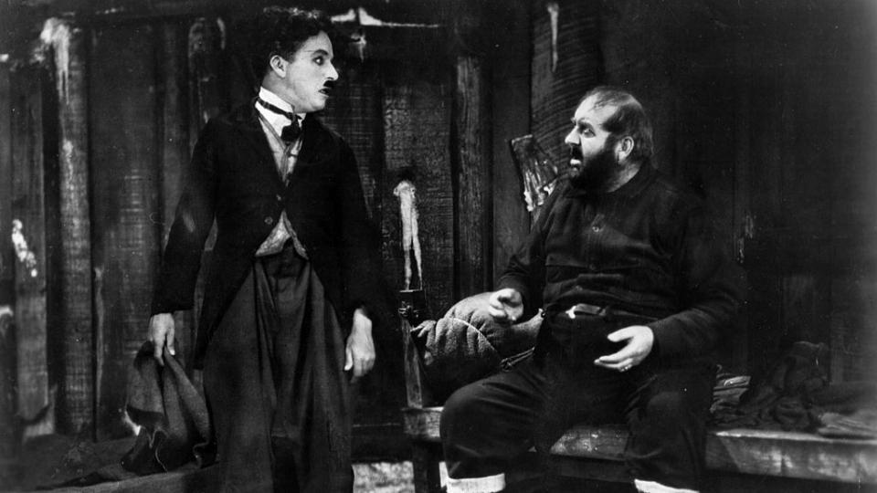 Ден без смях е пропилян ден! 130 години от рождението на великия комик Чарли Чаплин