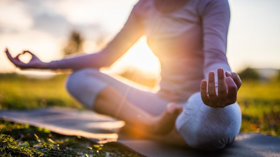 <p>100-годишна инструкторка по йога изумява света</p>