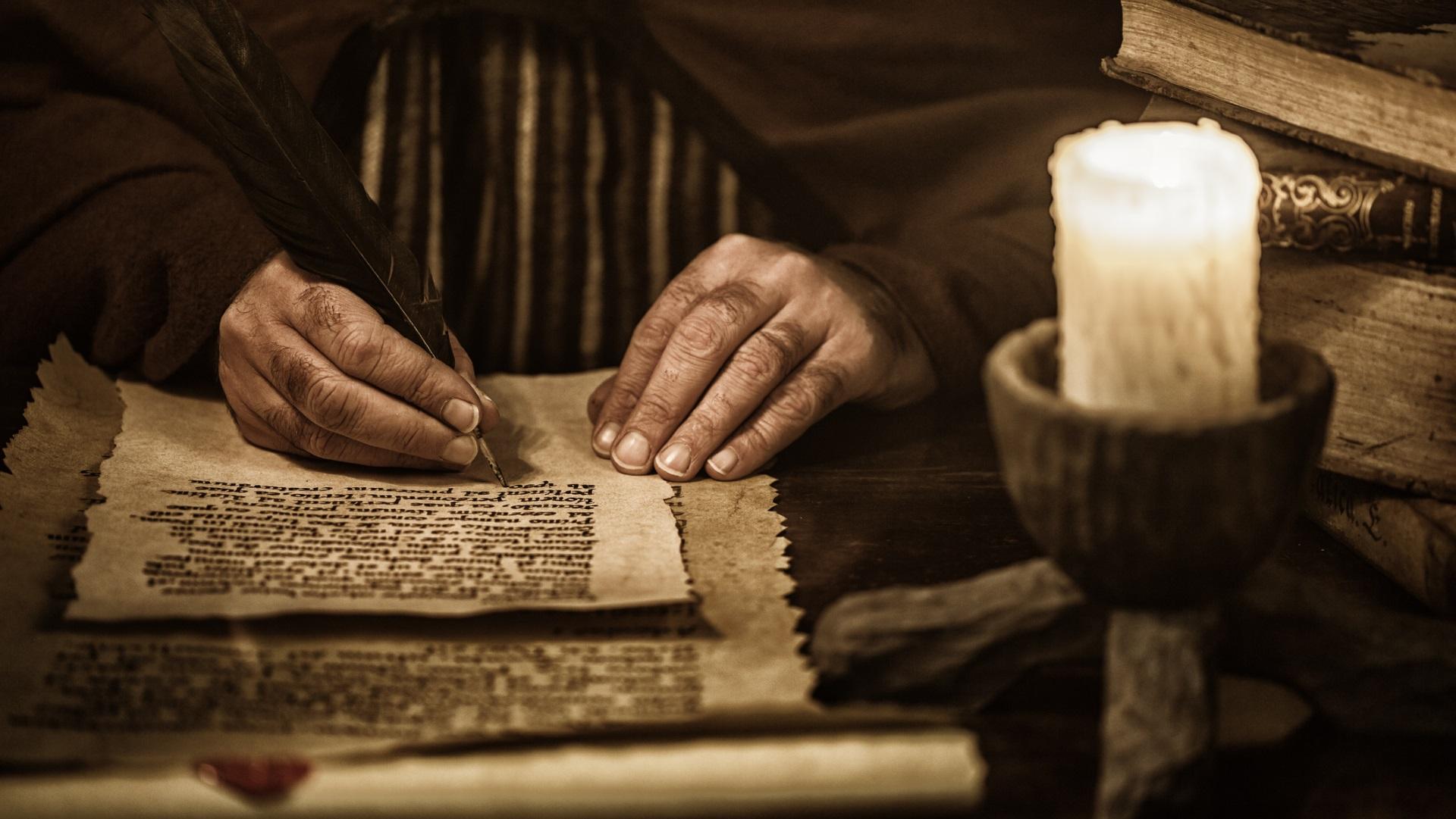"""Ръкописът, който никой не разчита<br /> <br /> Преди около 500 години се появява текст, написан на неизвестен език и непозната писмена система от неизвестен автор. Името на <a href=""""https://www.vesti.bg/razvlechenia/lyubopitno/shifyryt-na-vojnich-nerazgadana-misteriia-video-6040857"""">ръкописа</a> е дадено в чест на Уилфрид Войнич, литовски библиофил, който купува ръкописа през 1912 г. в Италия. Смята се, че текстът може да е бил написан в Северна Италия, но никой не е съвсем сигуренсигурен. Множество криптографи и пробивачи на кодове работят върху ръкописа, но никой не успява да разбере какво всъщност казва текстът."""