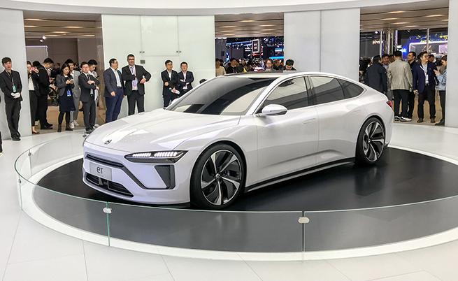 Това е концепцията NIO EТ, която демонстрира облика на бъдещ сериен модел, който външно ще напомня Porsche Panamera.