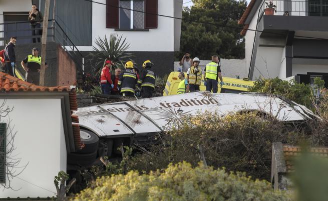 Всички загинали в автобусната катастрофа в Мадейра са германци