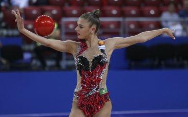 Гимнастичка показа перфектно разтягане