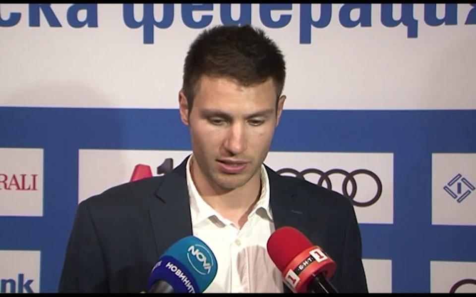 Българската звезда в сноуборд дисциплините Радослав Янков застана зад своите