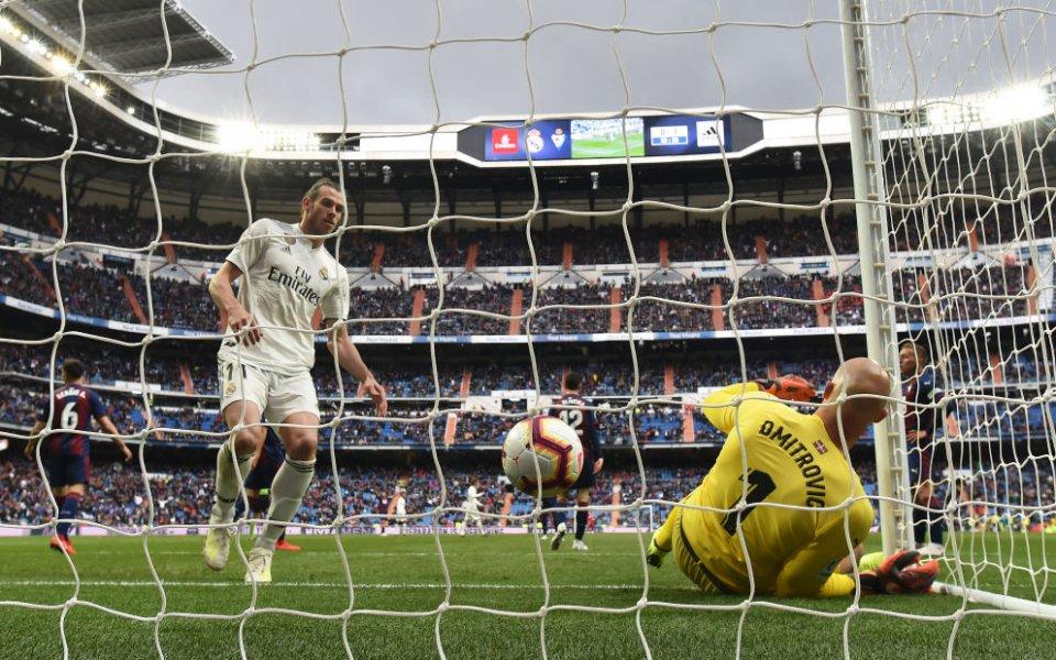 Бейл обявил на ръководството, че иска да остане в Реал