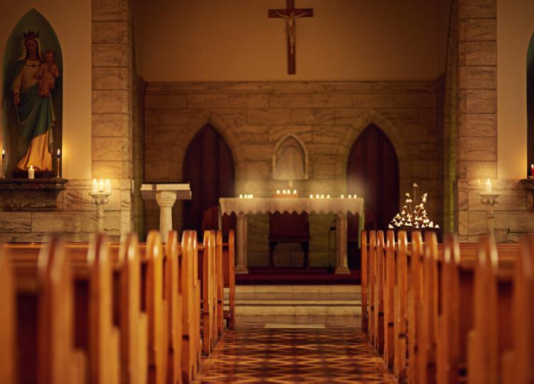 <p><strong><i>На Велики понеделник</i></strong>&nbsp;Иисус Христос влязъл в Йерусалимския храм и го намира пълен с търговци. Божият Син изгонил търговците, защото храмът е дом за молитва, а не тържище.</p>