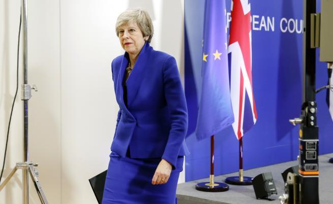Партията на Тереза Мей: Подай оставка или ще те свалим