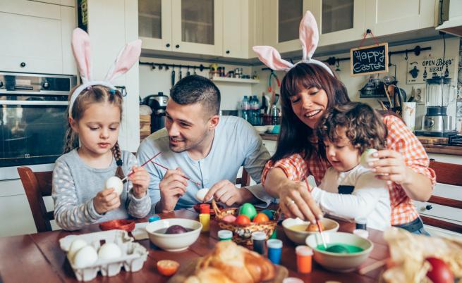 Легендите за боядисването на яйца по Великден