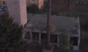 Опасни сгради стоят от години в Нови Искър