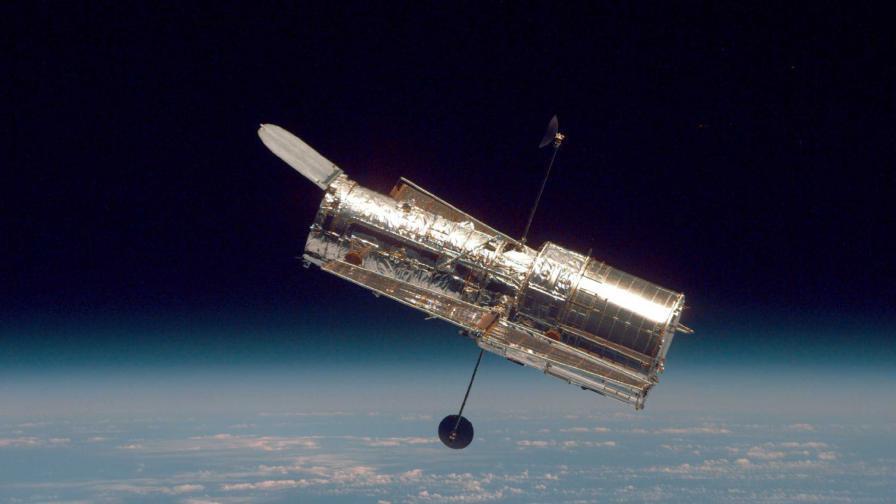 """НАСА успя да поправи телескопа """"Хъбъл"""""""