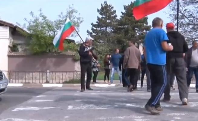 Протест блокира пътя за Маказа