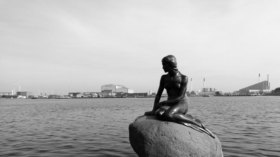 Обичана и обезглавявана – историята на Малката русалка