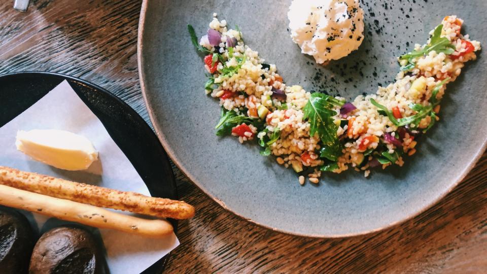 Рецептите от Hell's Kitchen: Ризото с едамаме, пюре от тиква, гриловано пиле и сусамово олио с букет от салати