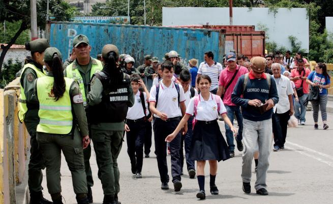Преврат във Венецуела, простреляха офицер. България: Подкрепяме народа срещу насилието