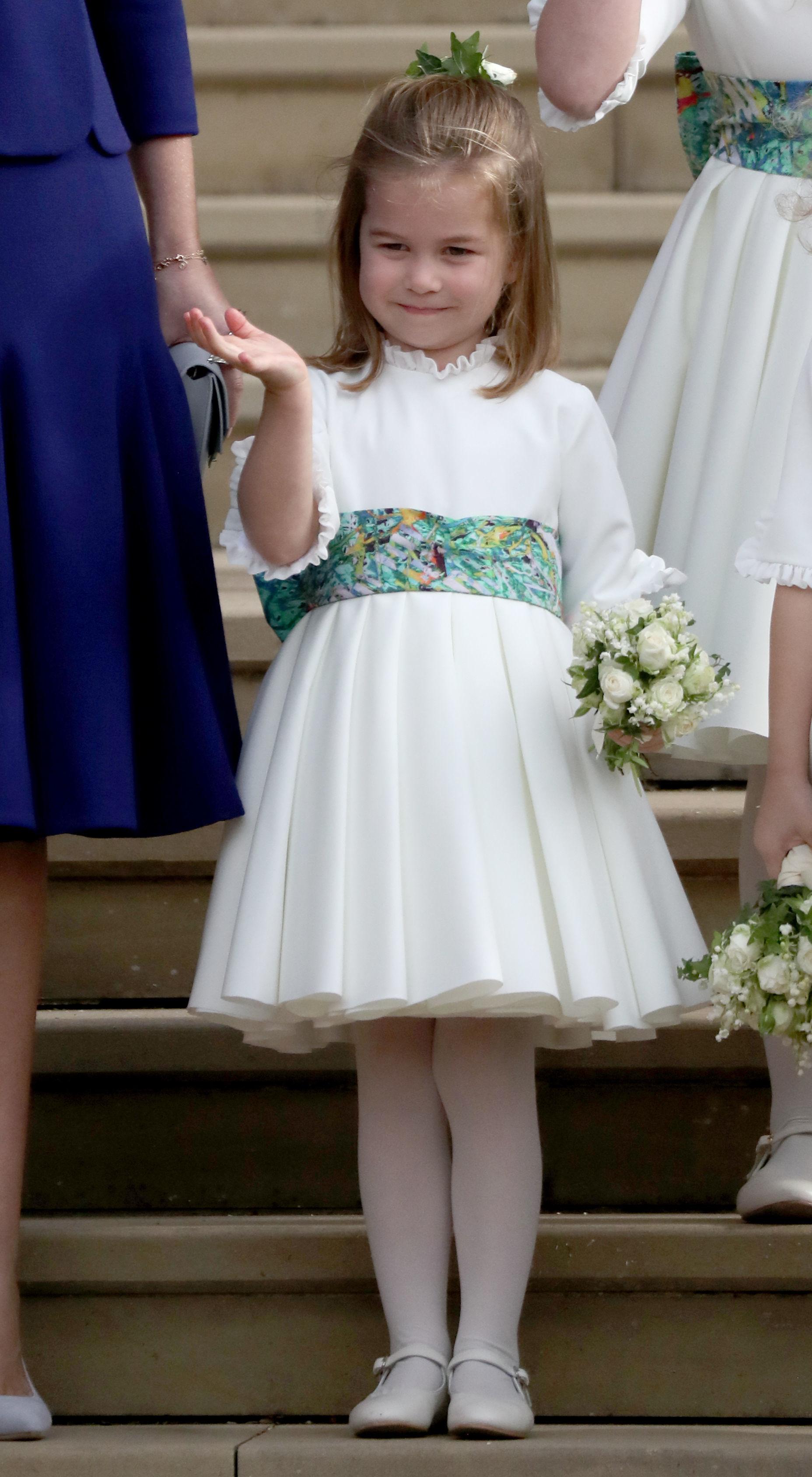 Шарлот е четвърта в списъка за унаследяване на британската корона след дядо си принц Чарлз, баща си принц Уилям и брат си принц Джордж, който е на 5 годинки.