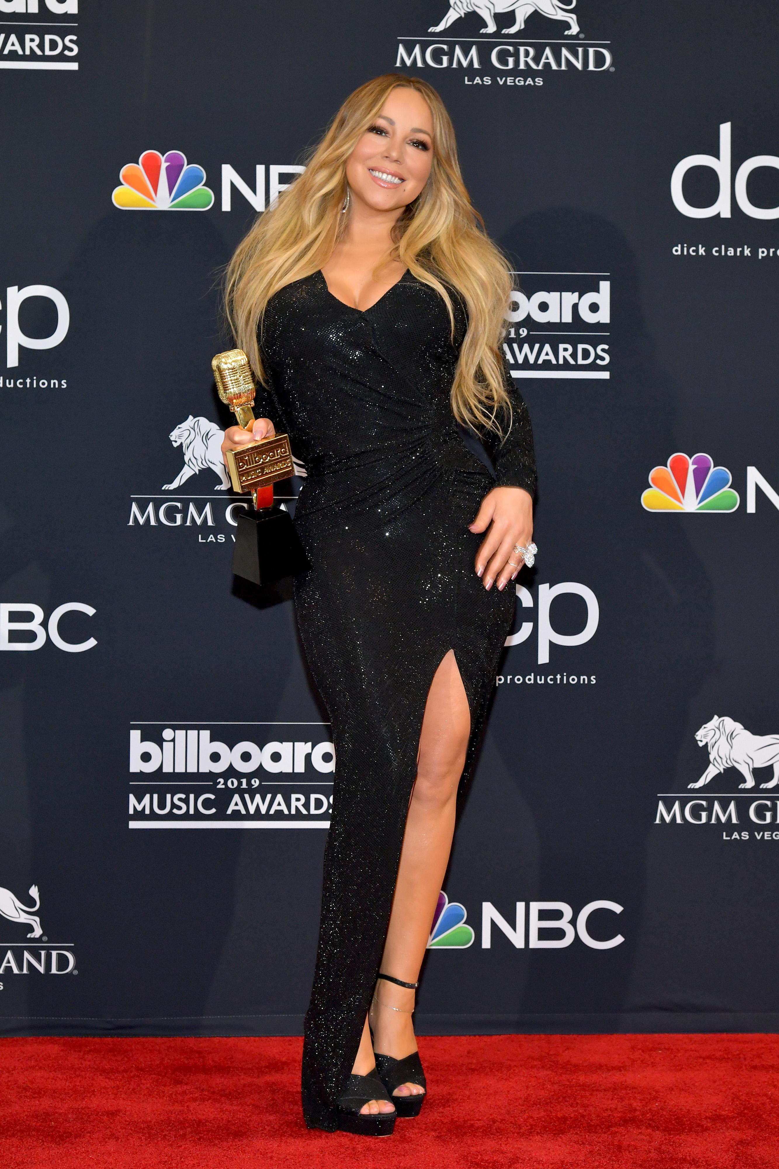 Марая Кери получи наградата Икона за цялостно творчество и беше аплодирана от близнаците си, когато изпълни микс от хитовете си.