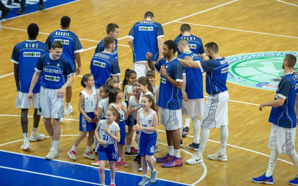 Фенклубътна баскетболния Рилски Спортист организира транспорт за първия полуфинал с