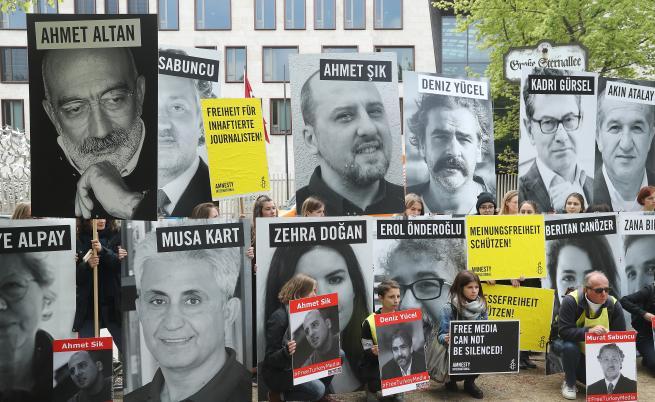 Турция - най-големият затвор за журналистите