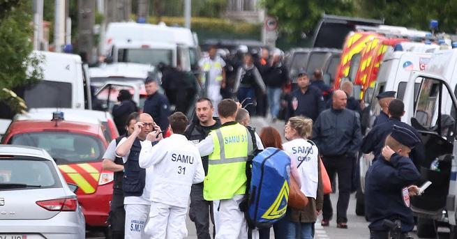Свят Арестуваха младежа, взел заложници до Тулуза 17-годишен държа четири